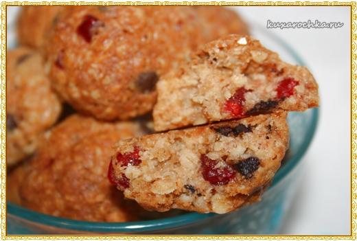 Овсяное печенье с шоколадом и вишней