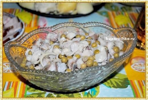 Салат из селедки с горошком