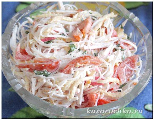 Салат с фунчозой и с крабовыми палочками
